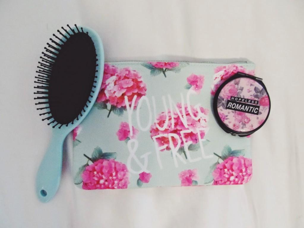 Young & Free Makeup Bag