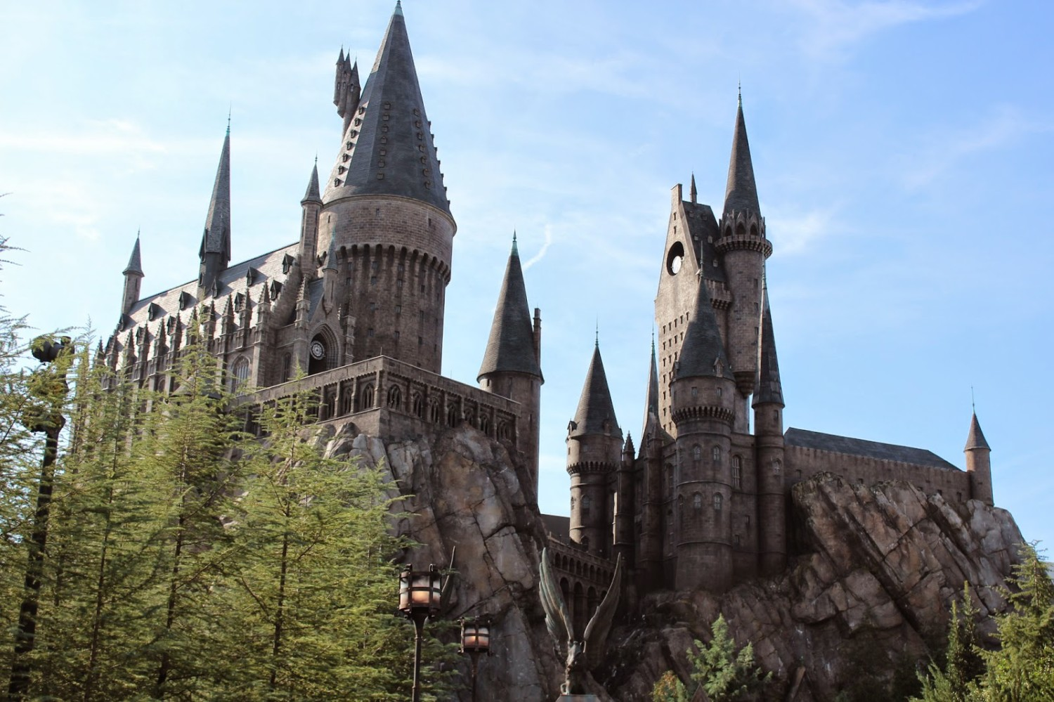 Wizarding-World-of-Harry-Potter-Hogwarts-Castle-