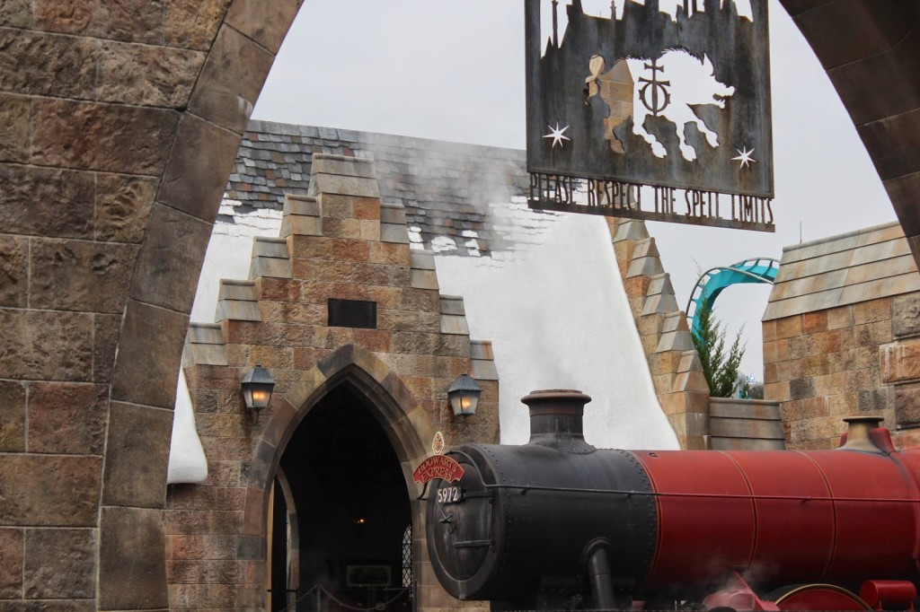 Wizarding World of Harry Potter Hogwarts Express Train