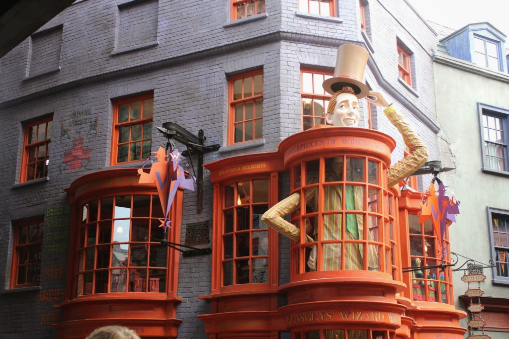 Wizarding World of Harry Potter Weasleys Wizard Wheezes