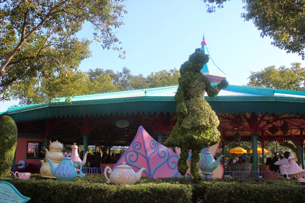 Disney World Magic Kingdom Alice in Wonderland