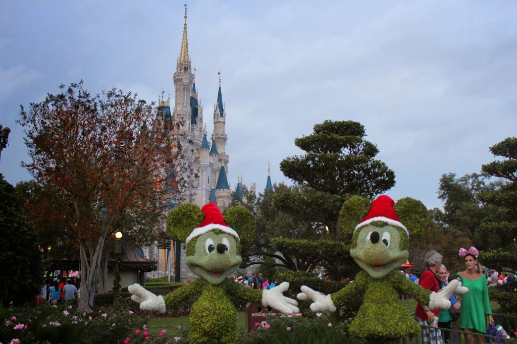 Disney-World-Magic-Kingdom-Christmas--1024x682