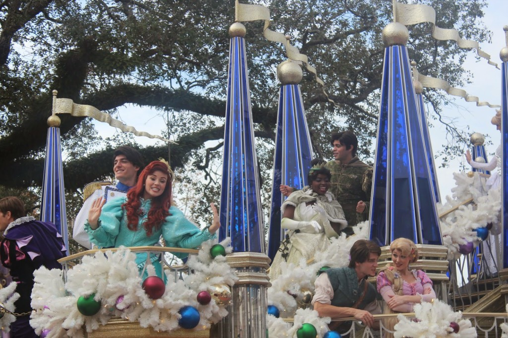 Disney-World-Magic-Kingdom-Christmas-Parade-Princess-1024x682