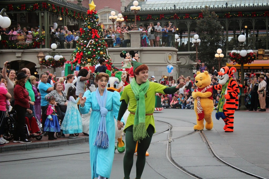 Disney-World-Magic-Kingdom-Christmas-Peter-Pan-Wendy-1024x682