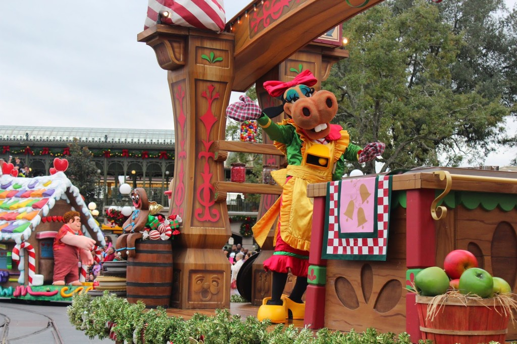 Disney-World-Magic-Kingdom-Christmas_Parade--1024x682