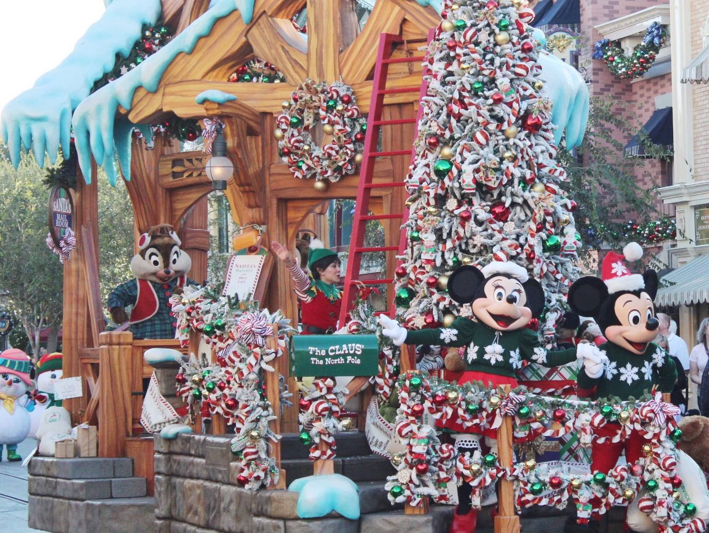 Disneyland A Christmas Fantasy Parade