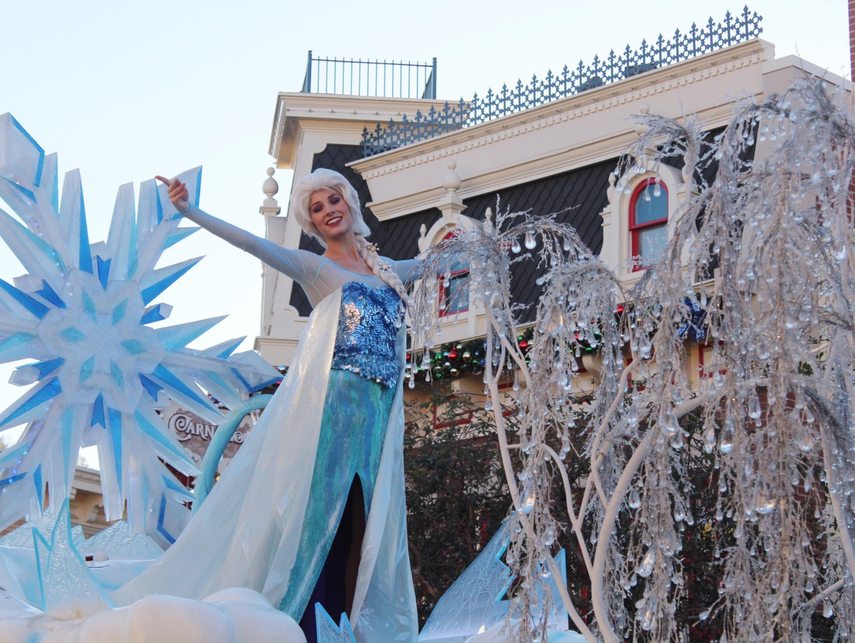 Disneyland A Christmas Fantasy Parade Elsa