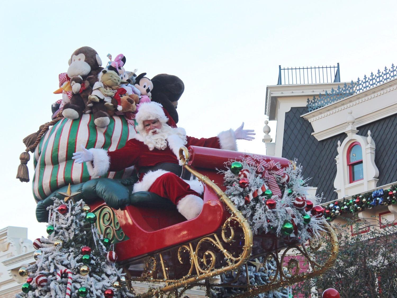 Disneyland A Christmas Fantasy Parade Santa