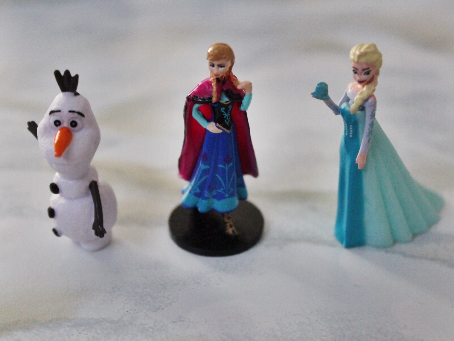 Frozen Surprise Egg toy