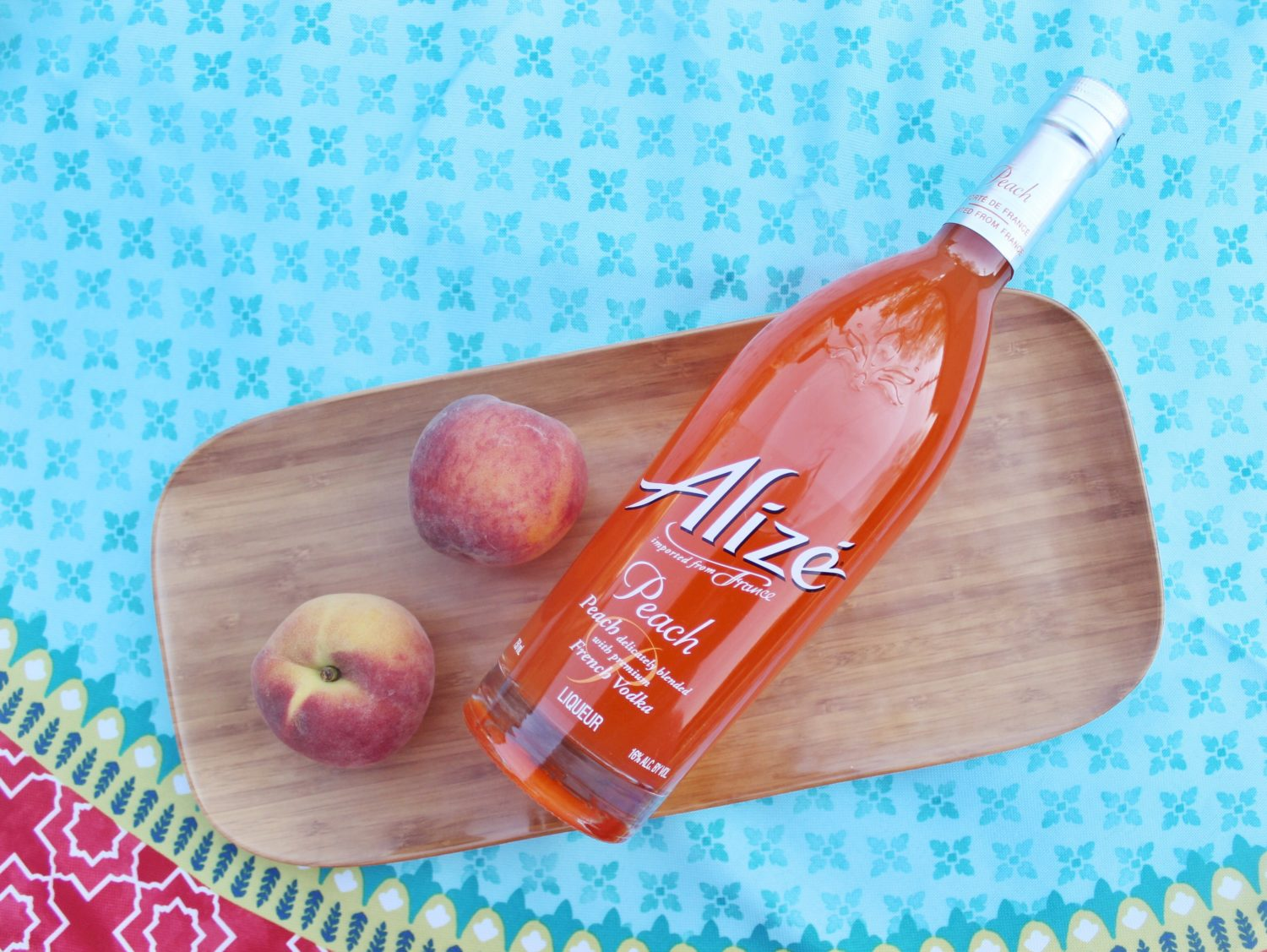 ... ? Look no further than this yummy Peach Strawberry Lemonade Cocktail