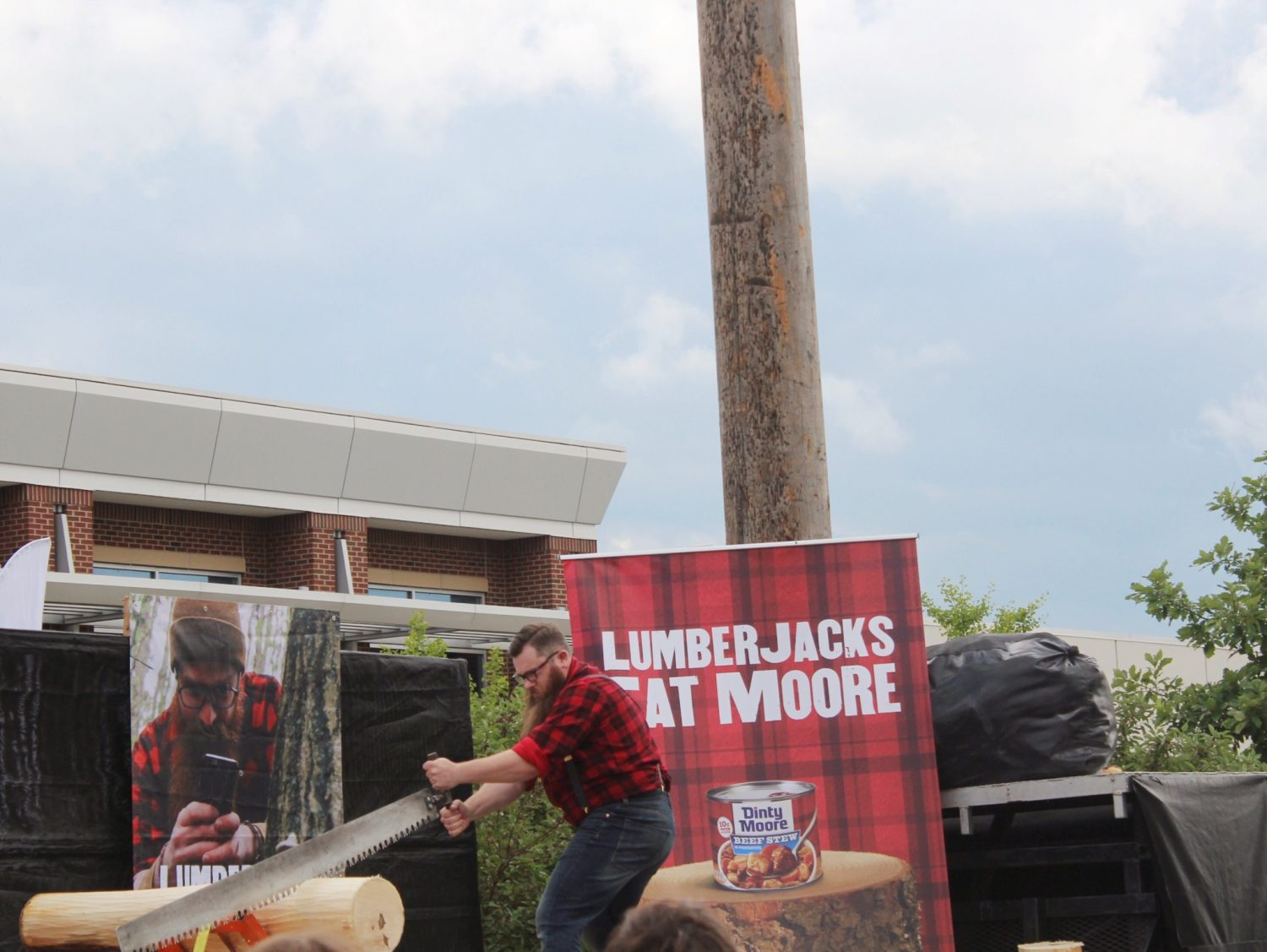Lumerjacks Eat Moore