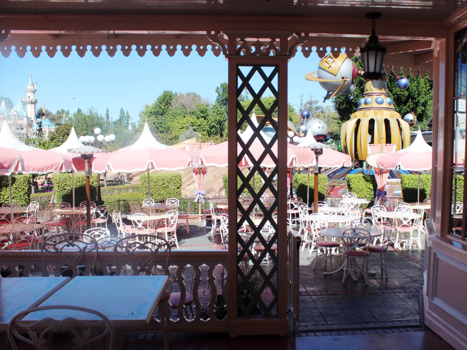 Disneyland Restaurant Review: Plaza Inn