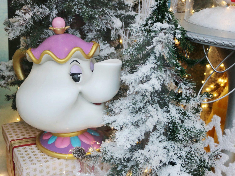 Disneyland Paris Main Street Christmas Window Displays