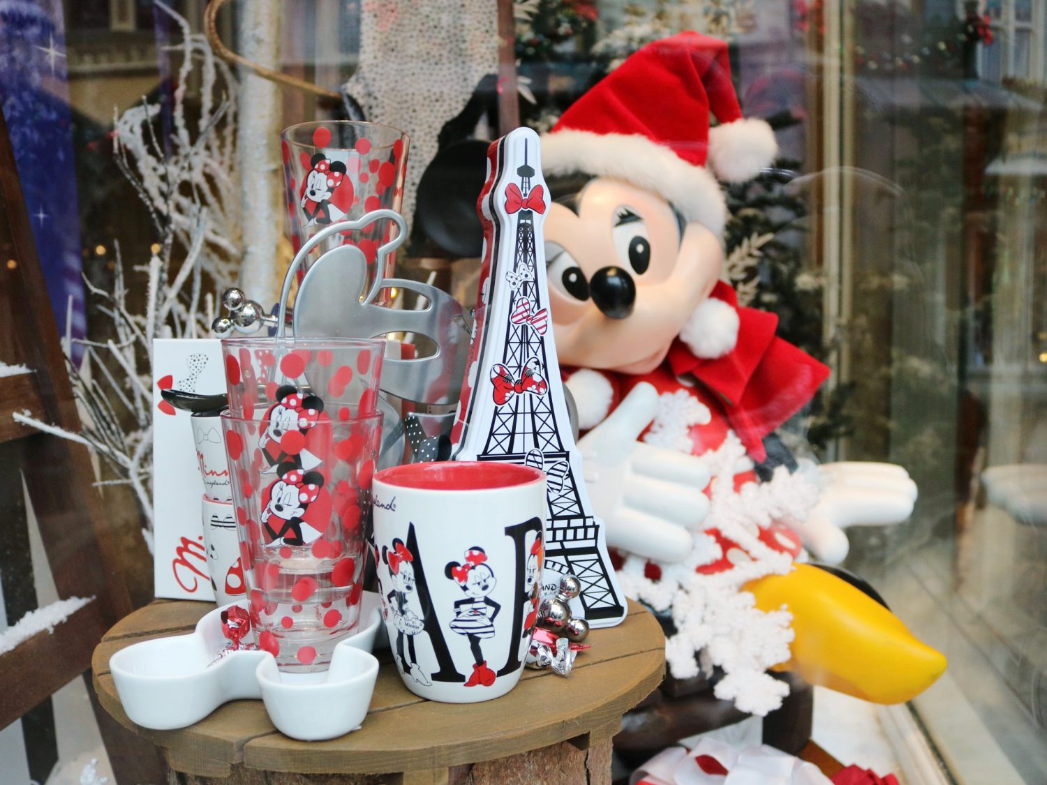 Disneyland Paris Main Street Christmas Window Displays