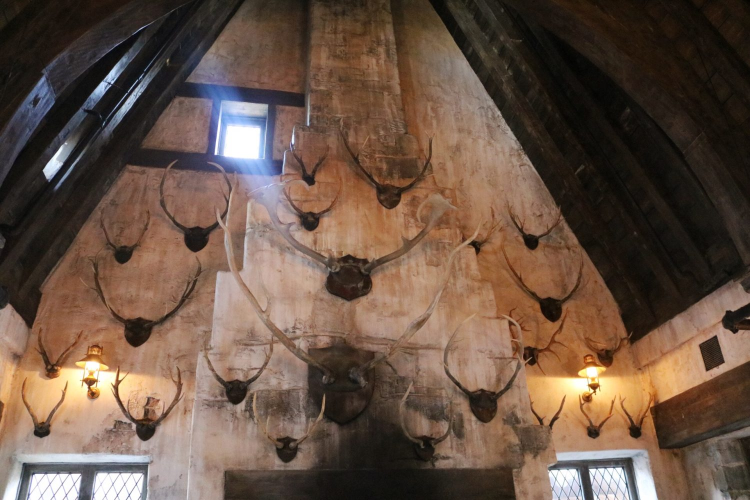 The Three Broomsticks | Wizarding World of Harry Potter