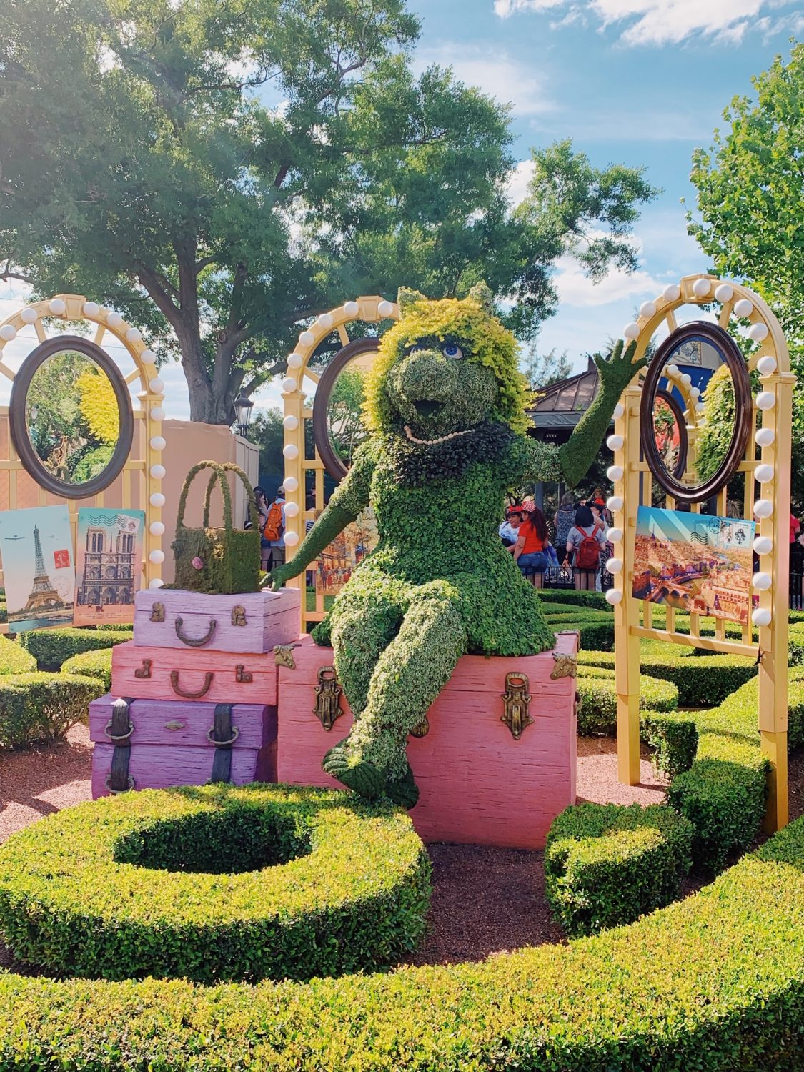 Epcot International Flower & Garden Festival Miss Piggy Topiary