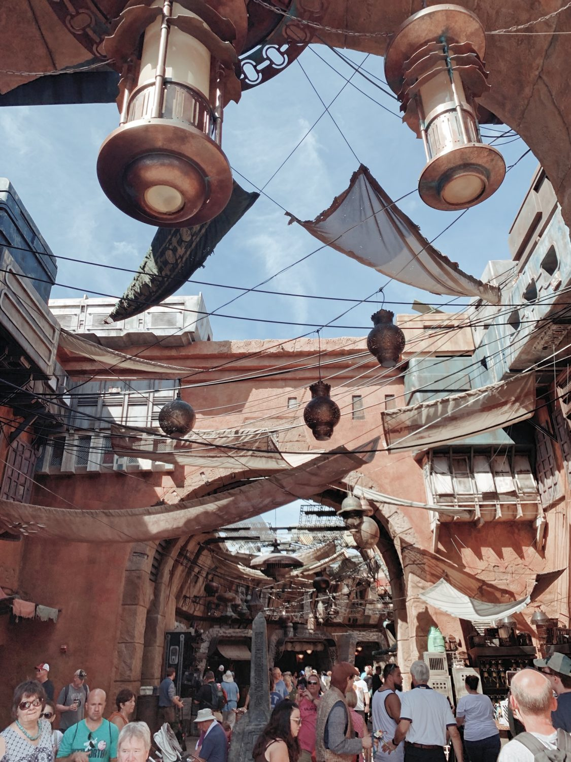 A Guide to Star Wars: Galaxy's Edge in Disney World