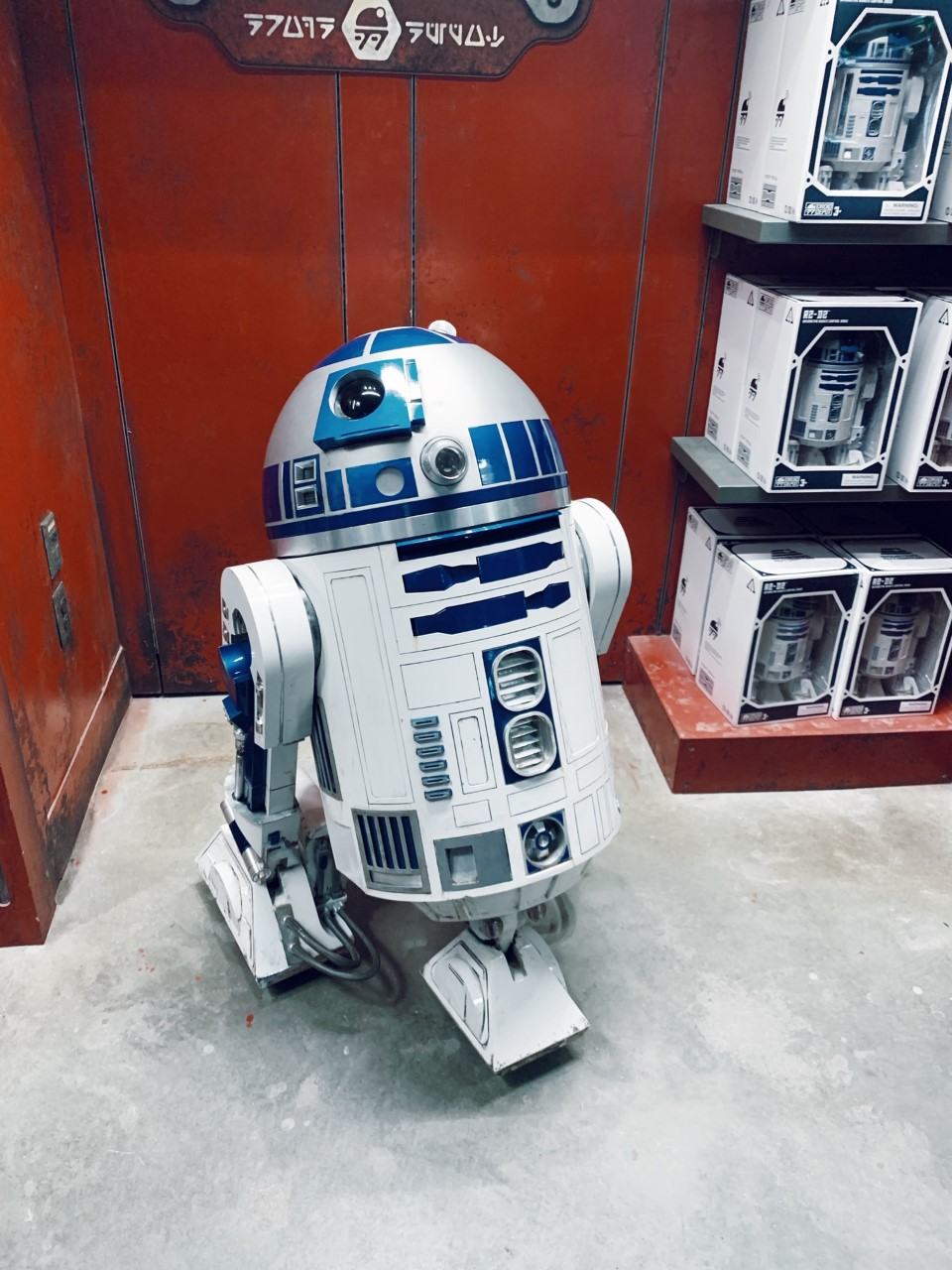 A Guide to Star Wars: Galaxy's Edge in Disney World Droid Depot