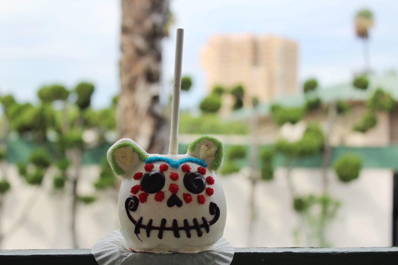 Disneyland Día de Muertos Candy Apple