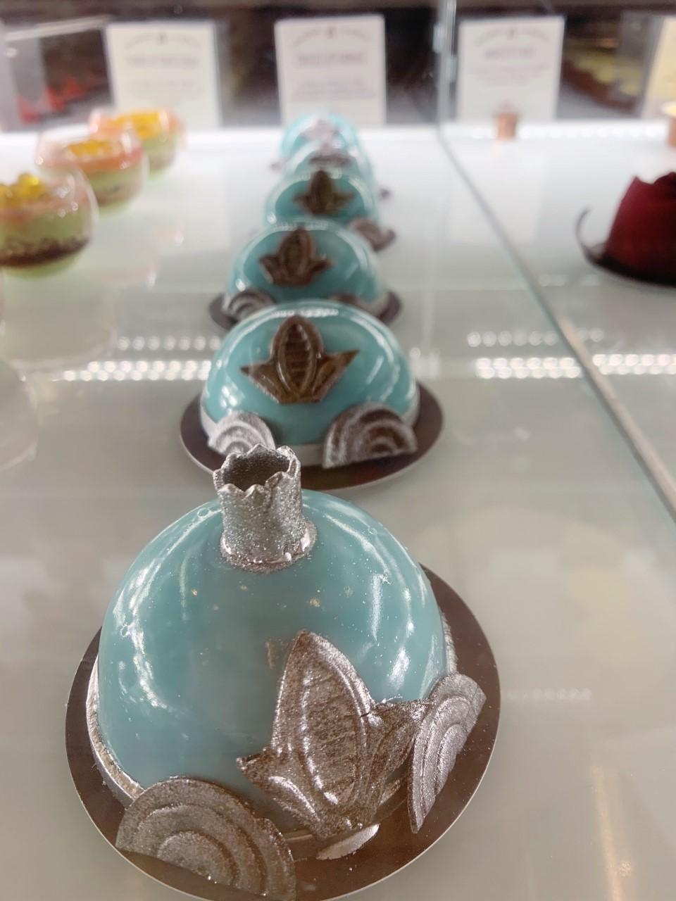 Disney Springs Amorette's Patisserie Cinderella cake