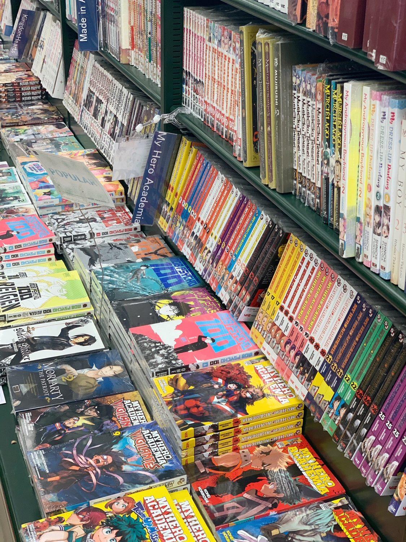 Japanese market Mitsuwa Marketplace in Chicago manga